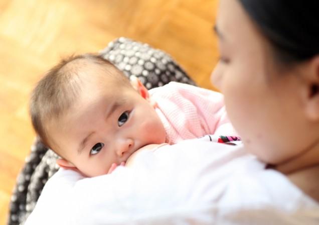asian baby breastfeeding1